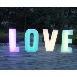 Beleuchtete volumetrische Buchstaben LOVE RGB 81 cm mit Fernbedienung